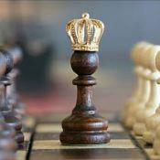 """10 Film-Stellen von """"The Queen's Gambit"""""""